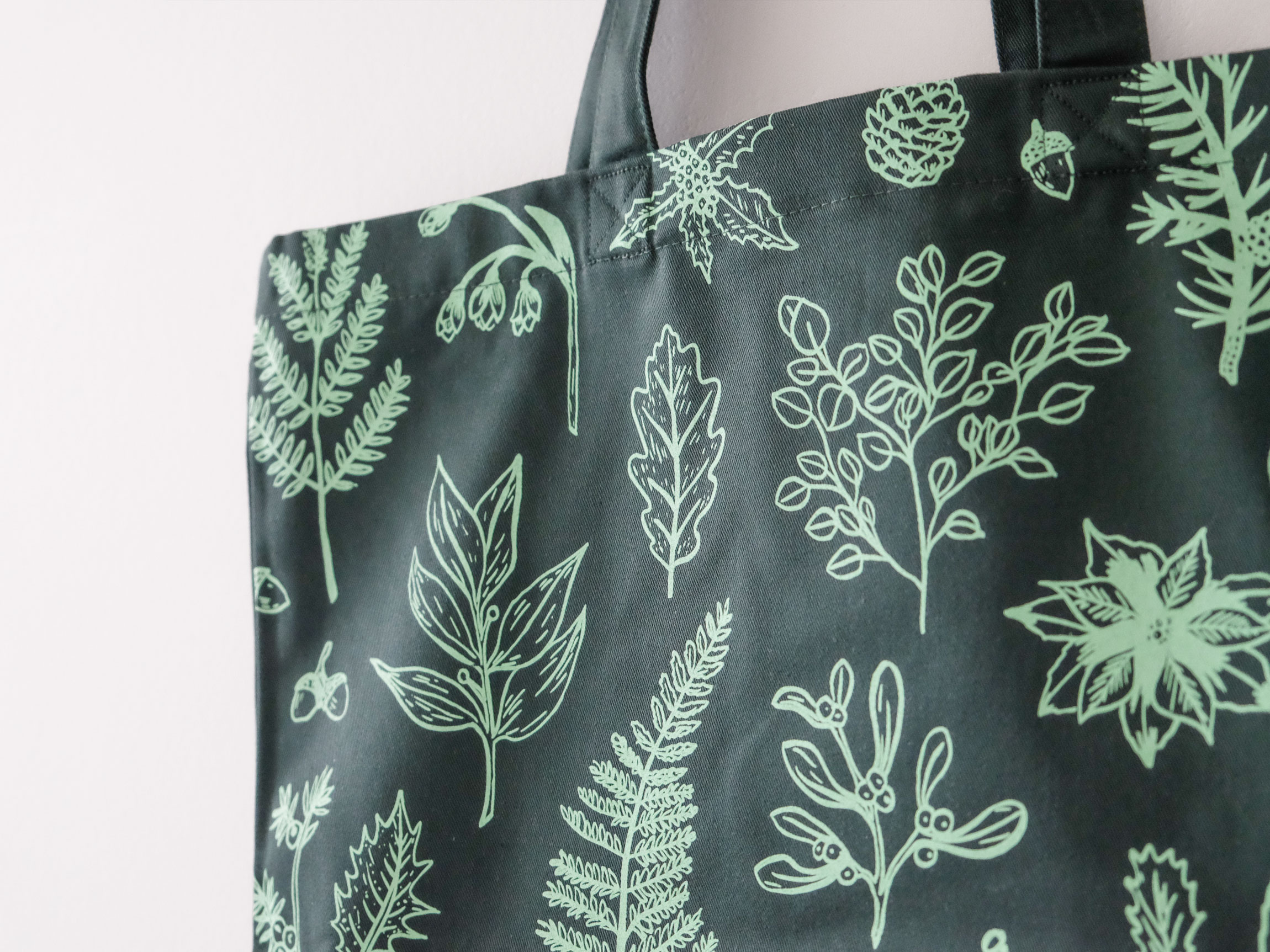 Green botanical tote design